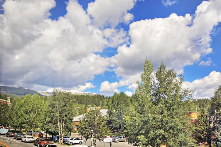 Studio Condo just Steps from Downtown Breckenridge- Sleeps 4