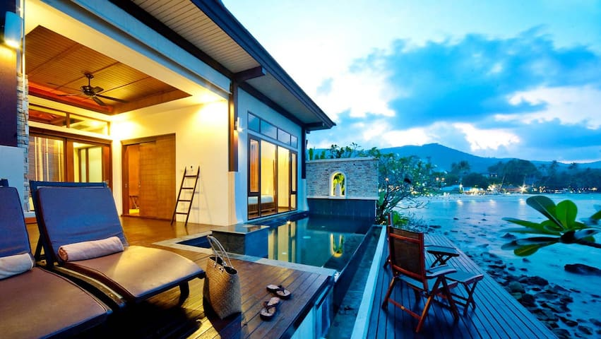 Amazing private pool villa right on the ocean
