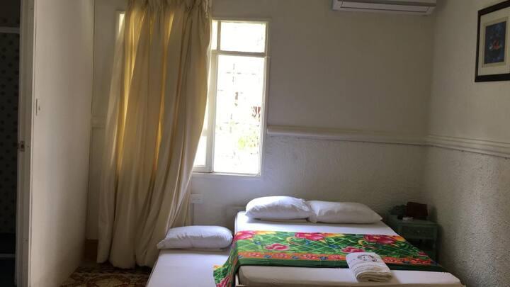 Hab. privada en casa Colonial a 5 min. del centro