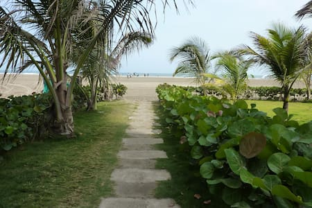 NEW beachfront apto, best location - La Boquilla