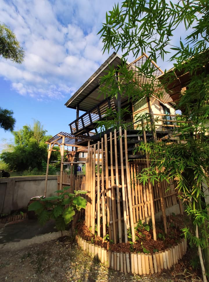 Modern Bamboo house (2-3 persons) near AirPort