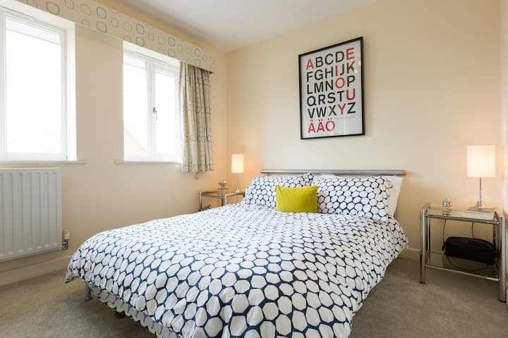 Bright and neat top floor flat