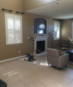 Room with private path in a house - Brentwood - Casa