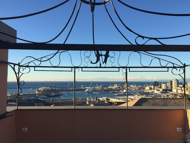 Stunning Penthouse w/ Terrace and View of the Bay - Génova - Apto. en complejo residencial