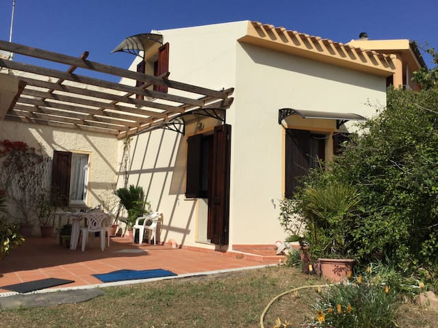 Charming apartment located 3.5 km from the sea - Isola Rossa - Apartment
