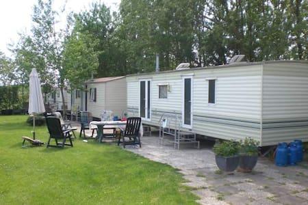 Ruime stacaravan @ Camping Sotterum - Cornwerd - Chalet