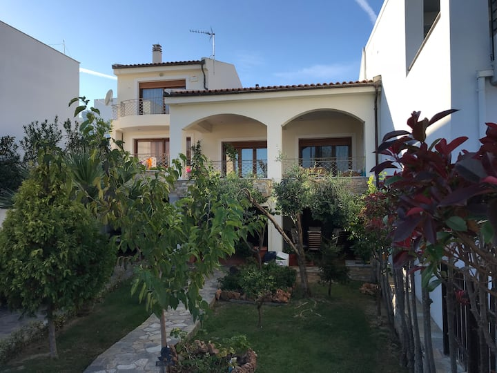 Apartment with garden 20 meters from the beach