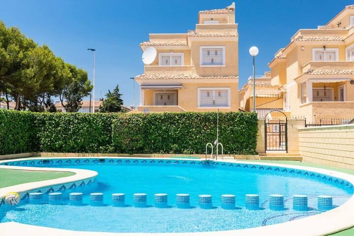 Beautiful 4 Bed 3 Bath Villa - Los Altos DC003