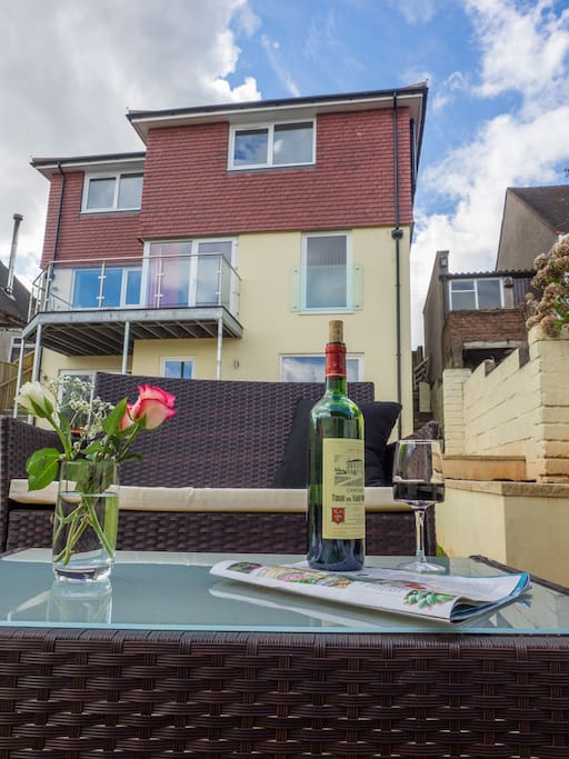 3 storey house with sea view of the bay, enclosed garden, plenty of room to enjoy!