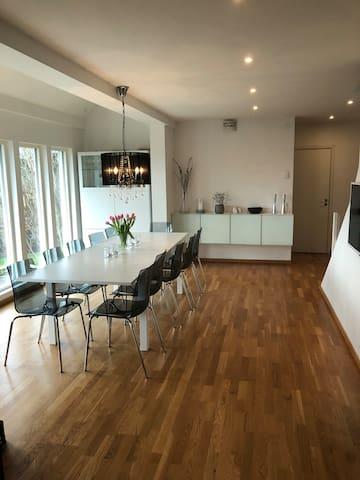 Modern villa för 10 personer med nytt utespa!