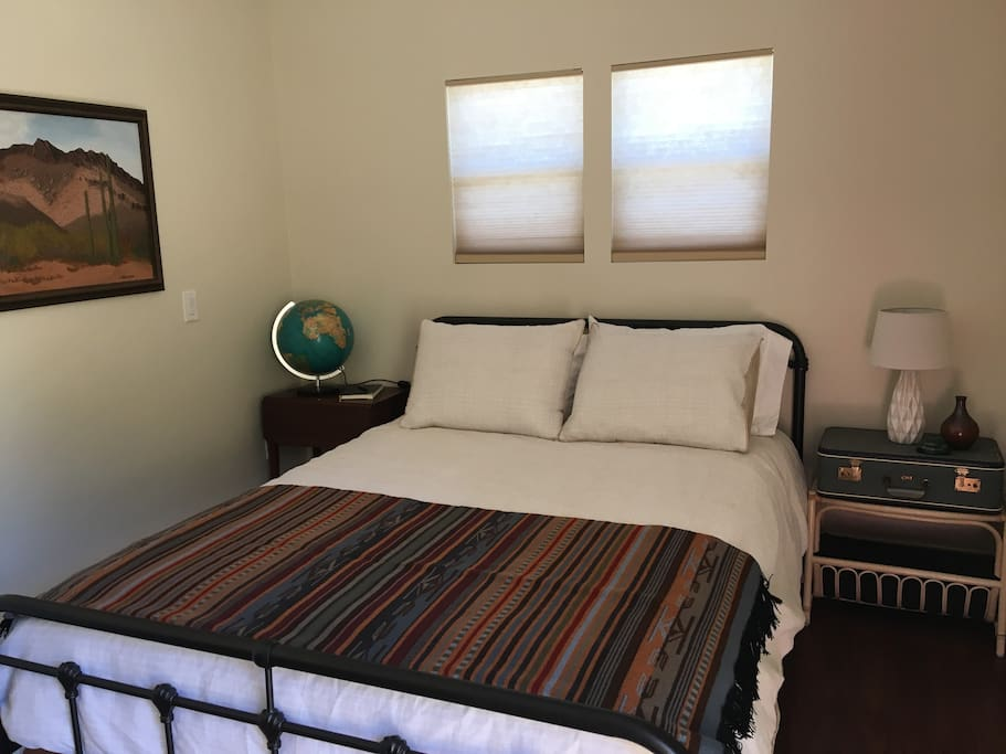 Queen size bed with 400 thread count sheets and Pendleton throw