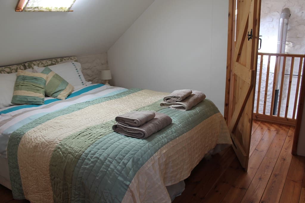 The cosy bedroom offers a king size bed, which can be split into singles.