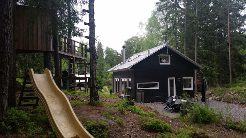 Forest Home in Southern Stockholm - Худдинге - Дом