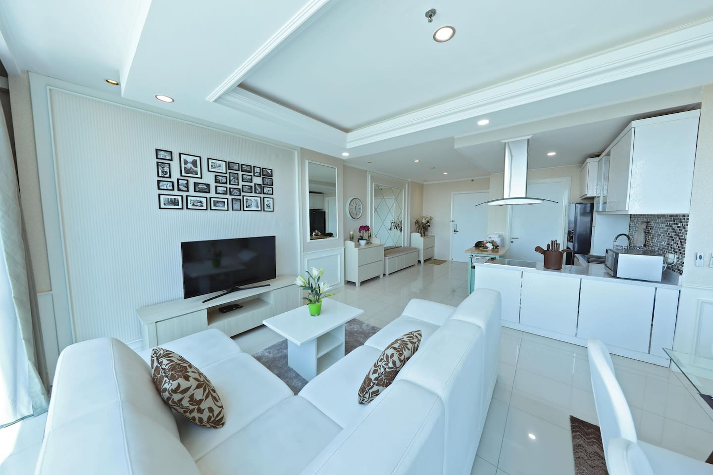 3 bd Newly Renovated Homey and Bright CWS Apt