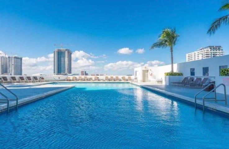 Spectacular 2 bedroom 51st floor direct ocean view