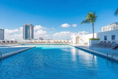 Spectacular 2 bedroom 51st floor direct ocean view
