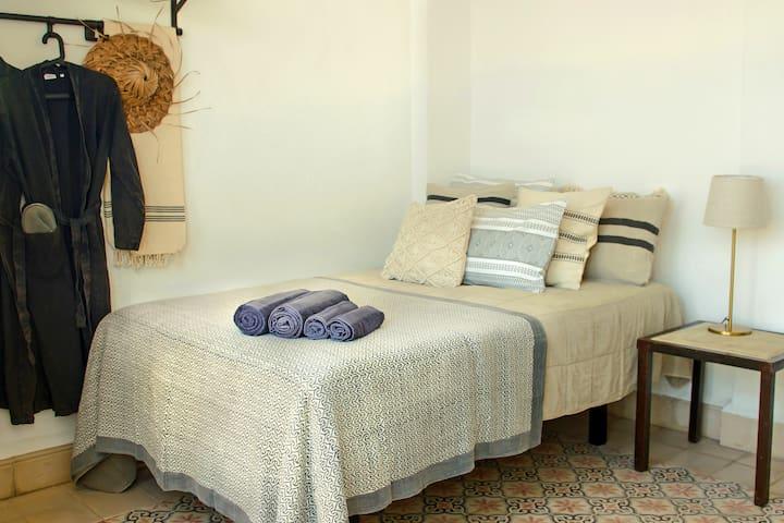 Fresh bedlinen and towels
