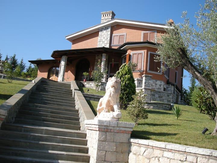 Luxury Villa in Peze Helmes