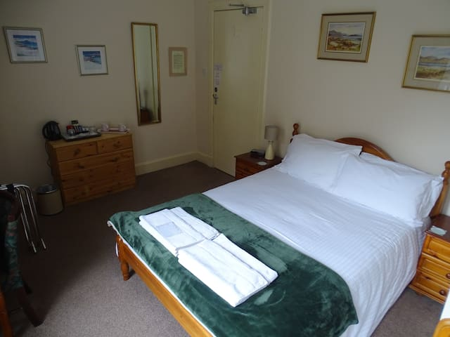 Glenroy Guesthouse Room 2
