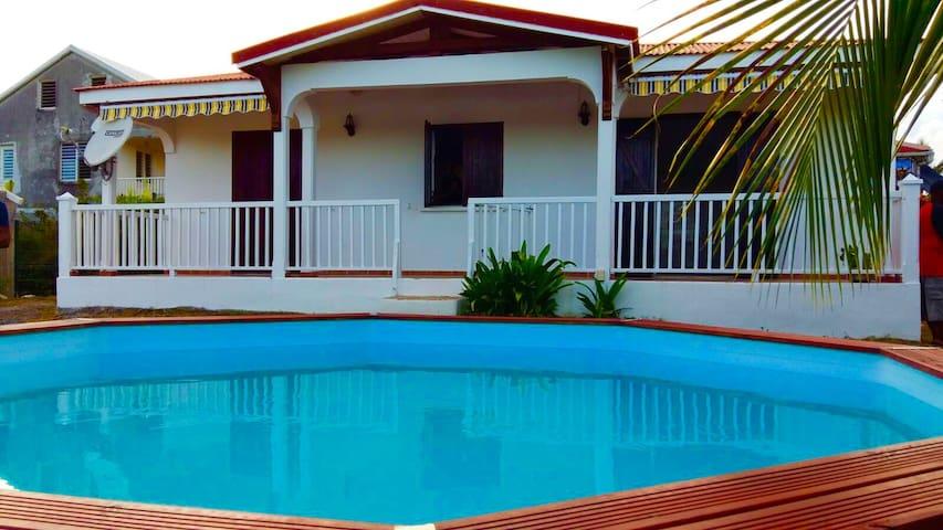 Magnifique F3 logement idéal avec piscine - Capesterre Belle Eau - Haus