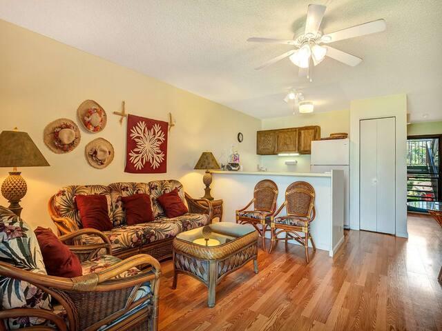 Relaxed Style+Lush Vista! Wood Floors, Cable TV, Kitchen, Lanai–Molokai Shores 221