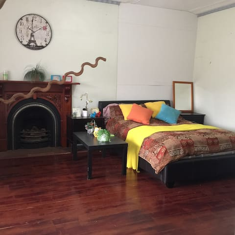 ⭐✿HUGE BRIGHT AIRY ROOM IN FOOTSCRAY 7KMS TO CBD⭐✿