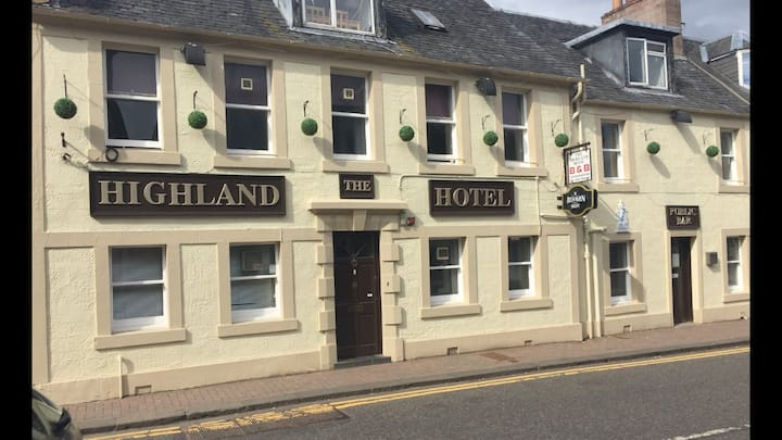 The highland hotel (twin room)
