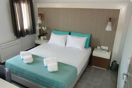 Platia Fira Luxury Rooms - Fira