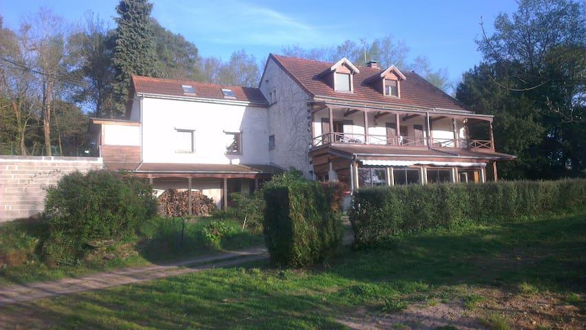 Logement proche Montluçon (10 mn). Calme et Nature