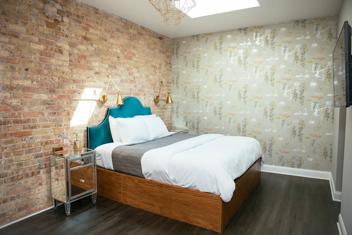 Gorgeous King Room in Boutique Wicker Park B&B