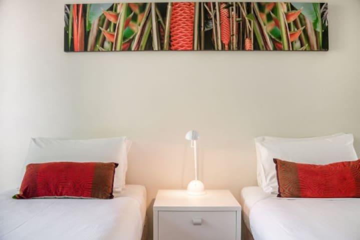 2 Bedroom Standard - 2nd Bedroom with 2 single beds