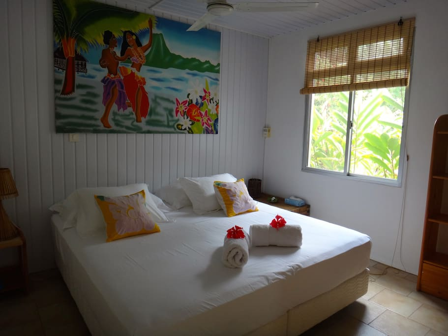 Chambre suite tiare tahaa bed and breakfasts for rent for Chambre french translation
