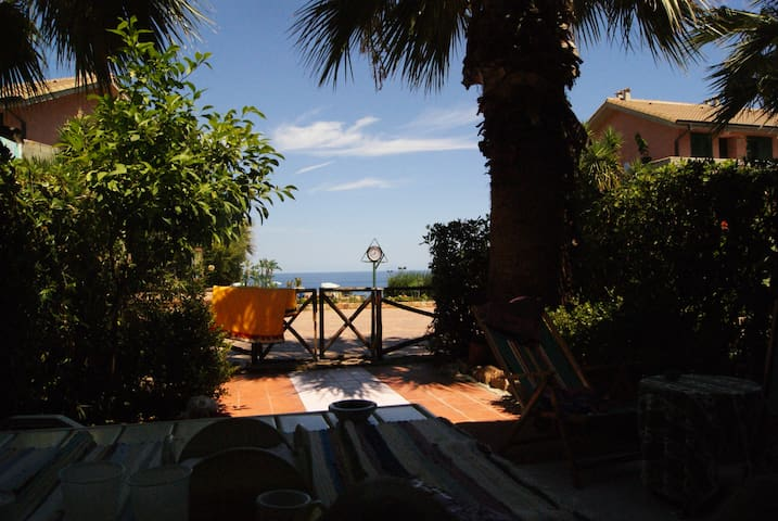 Enchanting sea-view apartment next to Cefalù