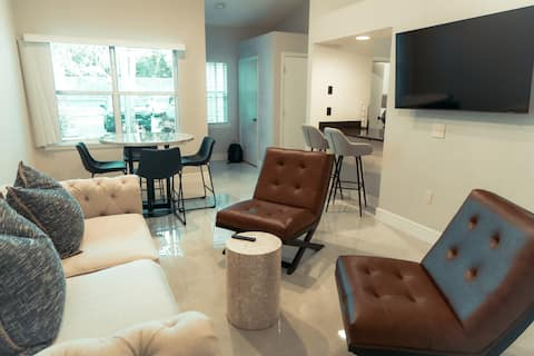 Great location! Beautiful and Gated 1B/1B Condo