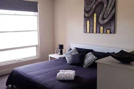 Chic apartment offering Private King Room for 3 - Brompton - Apartamento