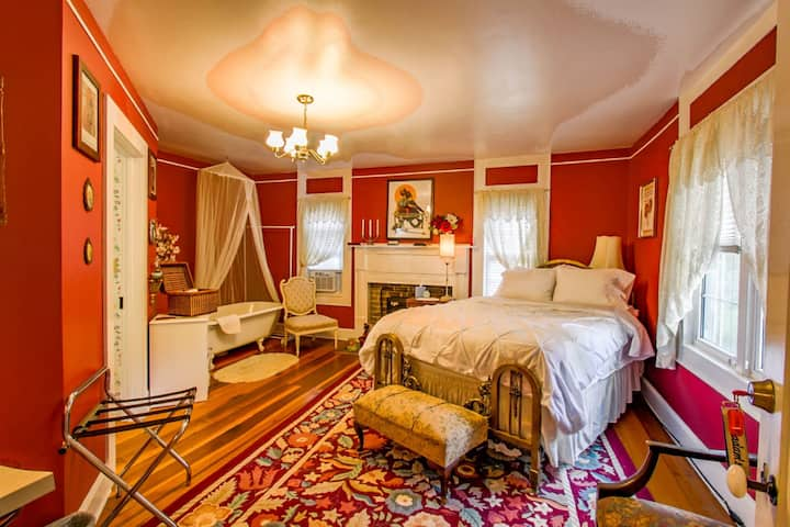 Buffalo Tavern Bed and Breakfast-Madam's Room