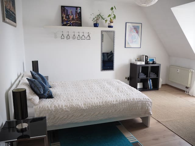 Cosy Private Room in City Centre!