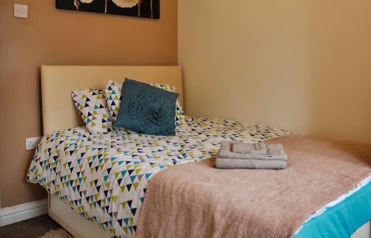 Ensuite room near Bham airport /NEC,own entrance