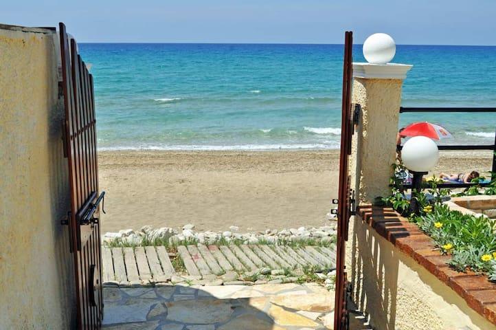Beach House Olga - Paralia Agios Gordios - อพาร์ทเมนท์