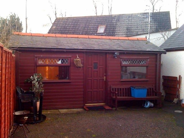 Struy G/H Single or twin room in Chalet at rear