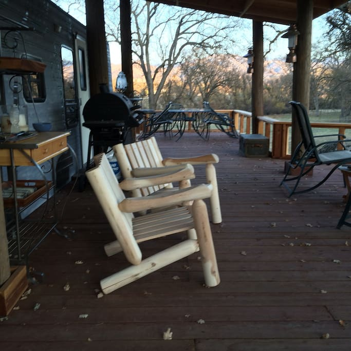Enjoy the quiet with a glass of wine (BYOB) on our beautiful deck. Here, most of your time is spent outside. Sleeping space is in attached trailer.
