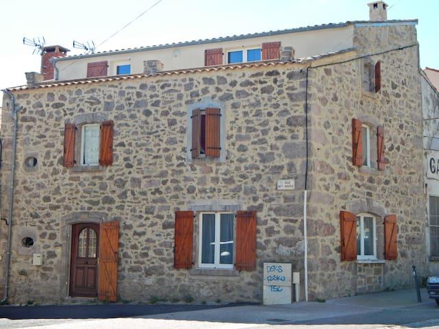Maison de village, sud du Larzac !