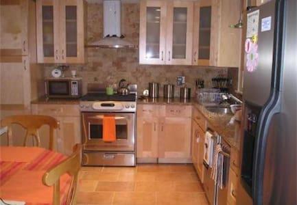Spacious Room for 1~3 guests near Boston - Dedham - Haus