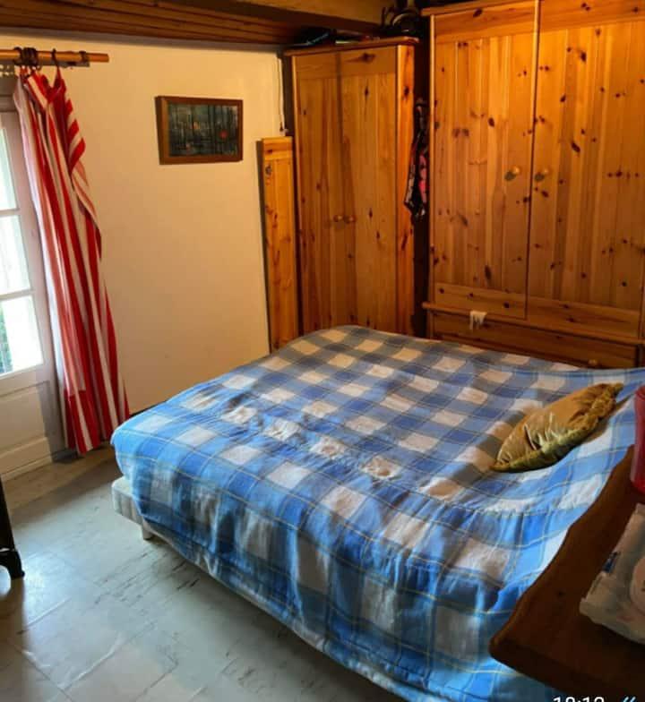 Chambre dans maison rustique a 5 min de la plage
