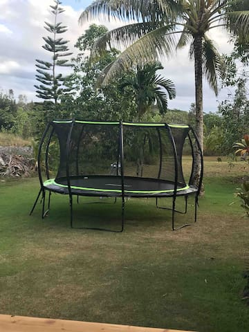 Trampoline (children must be supervised at all times)