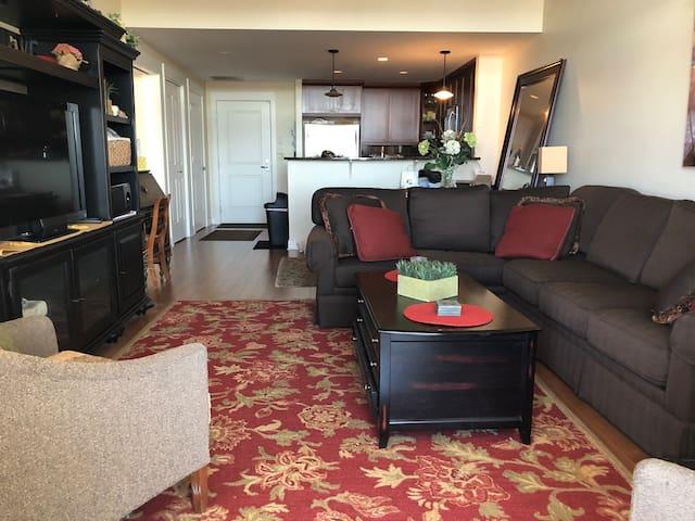 Luxury Lakewood Condo with Mountain View