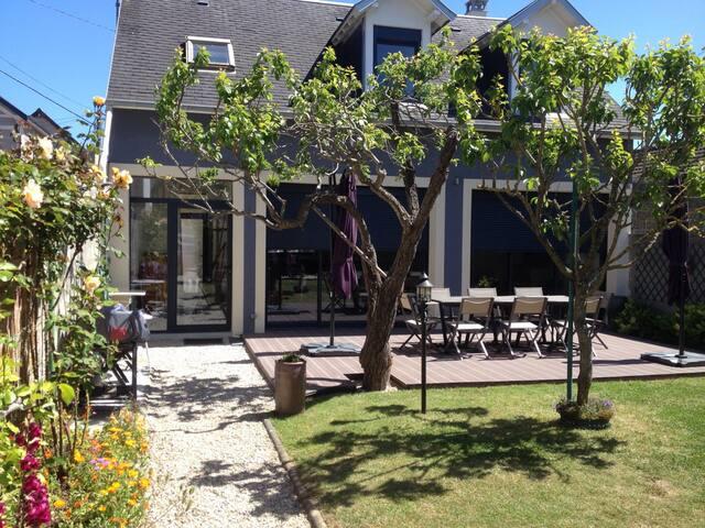 Maison familiale sur la côte normande - l'Epi Bleu - Lion-sur-Mer - Hus