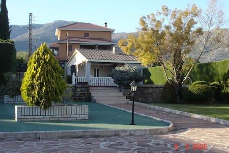 Spaanse cultuur - Becerril de la Sierra - Huvila