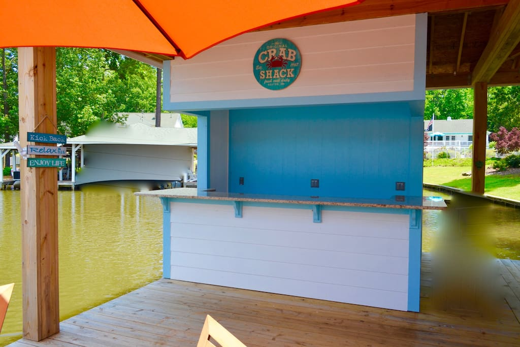 Dock bar with electricity