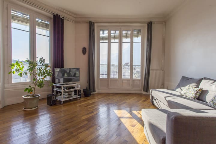 MODERN AND BRIGHT APARTMENT - NEAR CITY CENTER & TRAIN STATION